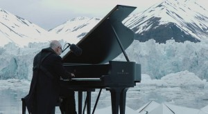 Greenpeace holds a historic performance on the Arctic Ocean (video)