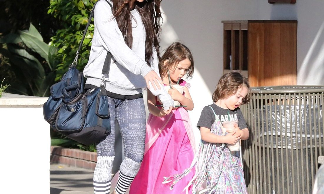 Megan Fox lets her son wear an Elsa dress and it's the ...