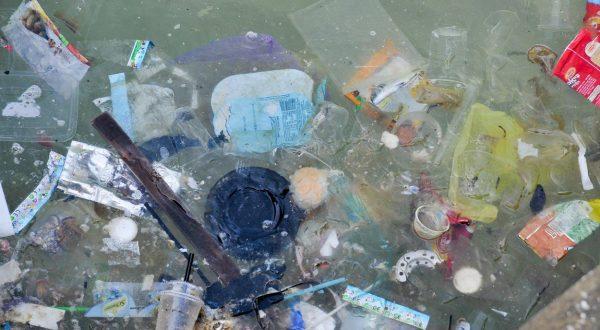 Plastic fibre water